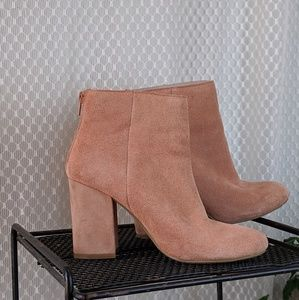 Kenneth Cole Reaction Carlyn suede booties